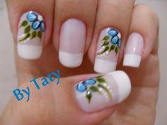 Unhas Decoradas com Flores azul