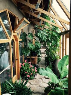 Amazing greenhouse recycled from Earthship Home Design - Home and Garden Decoration Maison Earthship, Earthship Home, Earthship Design, Architecture Durable, Sustainable Architecture, Architecture 101, Architecture Magazines, Residential Architecture, Contemporary Architecture