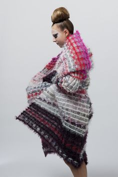 Cécile Feilchenfeldt is a knitting expert. Using traditional techniques of knitting and weaving, she loves exploring new fibers giving rise to astonishing textiles volume.