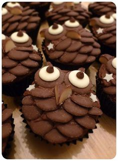 Suzie Makes: Chocolate Owl Cupcakes - great recipe! Just don't show our owls! Chocolate Button Cake, Chocolate Art, Chocolate Fairy Cakes, Chocolate Cupcakes Decoration, Cupcake Recipes, Baking Recipes, Childrens Cupcakes, Gluten Free Pumpkin Cookies, Owl Cupcakes