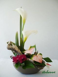 """""""L"""" Ikebana Flower Arrangement, Modern Flower Arrangements, Vase Arrangements, Deco Floral, Arte Floral, Tropical Flowers, Colorful Flowers, Branch Decor, Church Flowers"""