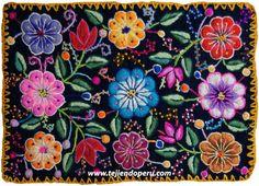 Individual tejido por artesanos de Ayacucho, Perú.  Está hecho en telar y bordado con lana de oveja!