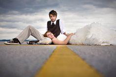Los novios en la carretera