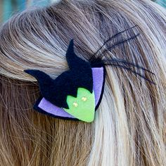 Maleficent Hair Barrette --- This is kind of cool. I might make it and wear it for our next Disney trip, whenever that might be. Walt Disney, Disney Bows, Disney Diy, Disney Crafts, Disney Family, Disney Trips, Evil Disney, Disney Ideas, Disney Cruise