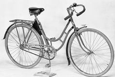 """Damcykel """"Frej"""" by Swedish manufacturer, Kronan. I love the details like the star in the chainwheel, the chainguard, and the ornament on the fender. I also like the little bag on the seat post that looks like it might hold a spare tube and repair kit. This must have been the deluxe ladies model for sure."""