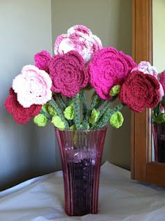 Bouquet of a dozen {12} pink crochet flowers for my mom! Love how these turned out!!!