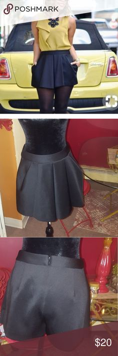 Rachel roy black Skort Black skort (a pair of shorts with a flap across the front (and sometimes also the back) to give the appearance of a skirt.) Nice soft Scuba material great condition RACHEL Rachel Roy Shorts Skorts