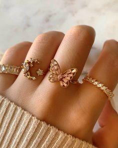 Stylish Jewelry, Dainty Jewelry, Cute Jewelry, Luxury Jewelry, Nail Jewelry, Jewelry Accessories, Jewelry Design, Jewelry Trends, Fashion Accessories