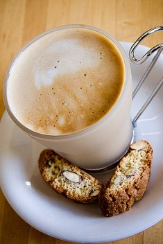 coffee and biscotti- One of the best simple pleasures in life : ) Coffee Latte, I Love Coffee, Coffee Break, My Coffee, Coffee Drinks, Coffee Time, Coffee Shop, Coffee Cups, Café Chocolate