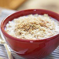 Heart-Healthy Recipes for Oatmeal. This fiber-rich superfood can lower levels of LDL (or bad cholesterol) and keep arteries clear Best Fiber Foods, High Fiber Foods, Healthy Habits, Healthy Life, Healthy Eating, Heart Healthy Recipes, Beignets, Superfood, Breakfast Recipes