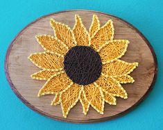 Sunflower String Art by LeynaRosePhotography on Etsy String Art Templates, String Art Patterns, Flower Patterns, Diy And Crafts, Arts And Crafts, Nail String Art, Pattern Art, Art Projects, Canvas Art