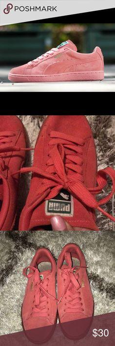 Suede pink Puma sneakers 💕✨ Pre-loved Puma suede sneakers - salmon colored Puma Shoes Sneakers