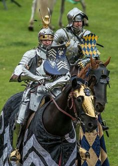Knight armor for tpurnamet tilt Medieval Life, Medieval Knight, Medieval Armor, Medieval Fantasy, Knight In Shining Armor, Knight Armor, Ancient Armor, Costume Armour, Armadura Medieval