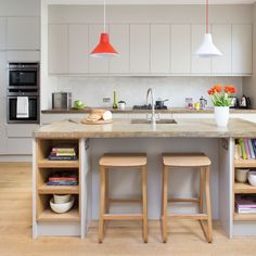 Be inspired by this contemporary grey kitchen-diner Kitchen Design Small, Kitchen Design, Kitchen Diner, Kitchen Island With Seating, Kitchen Island Decor, Grey Kitchen Diner, Contemporary Grey Kitchen, Kitchen Layout, Modern Kitchen Island
