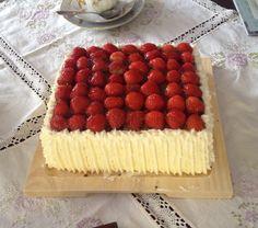 Synttärikakku 90-vuotiaalle: http://www.kinuskikissa.fi/juhannusmorsiamen-kakku/?hakusivu=1