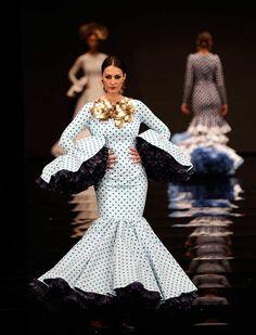 Su colección «¡Mira Mujé!» se inspira en el folclore de la España de los años 60 desde una perspectiva kitsch, tomando como icono a Marujita Díaz (J. M. Serrano / Vanessa Gómez)