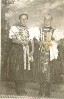 Mladé ženy v 30. rokoch 20. st. Folk Costume, Costumes, Heart Of Europe, European Countries, Nassau, Czech Republic, Folklore, Family History, Westerns