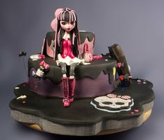 Monster High Draculaura cake  Cake by ellaboratorio