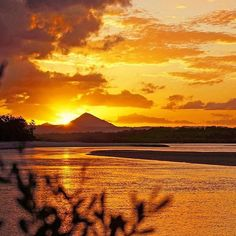 A fiery skyline to end the day! ☀️For a spectacular view set up a picnic along the Noosa Spit and watch as the sun sets over the Noosa Hinterland.