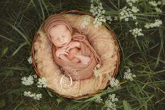 Новорожденный на природе