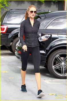 rosie huntington whitelely works out eat good food 18 Rosie Huntington-Whiteley looks svelte in black while arriving at the gym for her workout on Wednesday afternoon (November 12) in West Hollywood, Calif.    The 27-year-old…