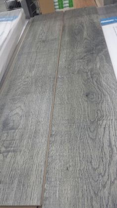 Rona, plancher flottant, 1.65$/pi2, mur de la chambre?