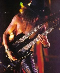 Slash live photo & picture gallery