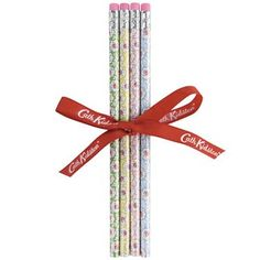 A pretty set of four assorted colour pencils in our lovely Kempton Rose print, complete with eraser at the end.