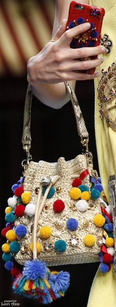 Most current Images Crochet Bag dolce gabbana Popular Latest Photographs Crochet Bag dolce gabbana Suggestions Whether you make your own handles or choos My Bags, Purses And Bags, Fashion Bags, Fashion Accessories, Dolce And Gabbana Purses, Bag Crochet, Crocheted Bags, Crochet Summer, Colorful Fashion
