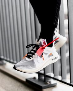Enjoy The Sneakers You're In With These Tips. A lot of men and women absolutely love sneakers. This explains why the state of the economy factors so little in how well sneakers Sneakers Mode, Sneakers For Sale, Best Sneakers, Sneakers Fashion, Addidas Sneakers, Lacoste Sneakers, White Sneakers Outfit, White Shoes, Leather Sneakers