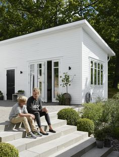 Pella Hedebys compact living-dröm Pella Hedeby Attefallshus utsida There are several things that can Backyard Guest Houses, Backyard Studio, Pella Hedeby, Young House Love, Compact Living, Beach Shack, Pink Houses, Florida Home, Beach House