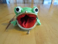 Frog coin purse by sakurakrafts on Etsy, $20.00