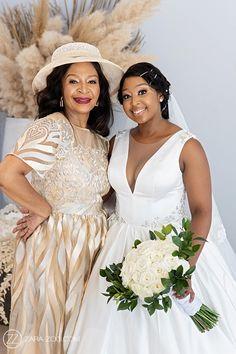 Inimitable Wedding Photos Summer Wedding, Dream Wedding, Wedding Day, Wedding Venues, Wedding Photos, Reflection Photos, Event Company, Photo Black, Bridesmaid Dresses