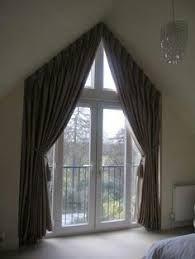 Resultado de imagen para cortinas para ventanas triangulares