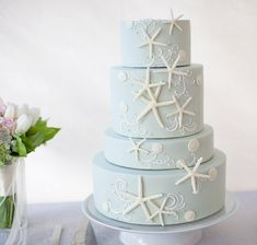 Starfish-themed wedding cake