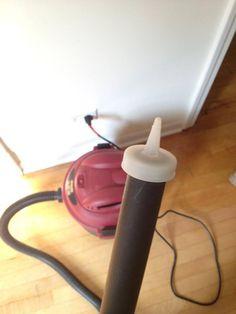 Pon un tapón de una botella de Ketchup en el tubo del aspirador para limpiar teclados, teléfonos y ¡otros recovecos electrónicos!