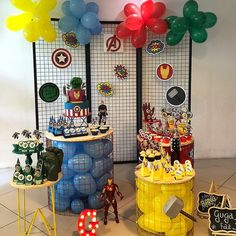 The decoration for a memorable and incredible birthday party, whatever the theme chosen, requires good planning. Balloons, table decorations and snacks, Avengers Birthday, Superhero Birthday Party, Minnie Birthday, It's Your Birthday, Balloon Decorations, Birthday Party Decorations, Henri 3, Paw Patrol Birthday Theme, Backdrops For Parties