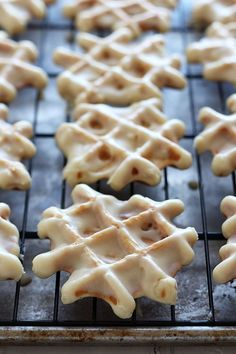 How to Make Belgian Liege Waffles - the BEST waffles ever! Includes a step-by-step video and tons of recipe tips so your waffles turn out perfect. Waffle Maker Recipes, Waffle Toppings, Donut Recipes, Baking Recipes, Waffle Donut Recipe, Breakfast Dishes, Breakfast Recipes, Dessert Recipes, Fall Desserts