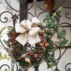 ナチュラルなクリスマス雑貨(制作フォト) 大人カラーのリース 北欧風アレンジメント Christmas Wreaths, Holiday Decor, Home Decor, Decoration Home, Room Decor, Home Interior Design, Home Decoration, Interior Design