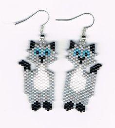 Pendientes de abalorios gato gris de mano por beadfairy1 en Etsy, $12.00