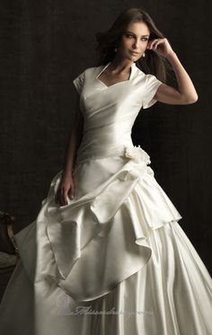 A-line Floor-length Short Sleeve Dress Ivory Button Wedding Gowns modest sleeves