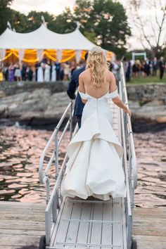Photography : Leila Brewster Read More on SMP: http://www.stylemepretty.com/2016/11/29/greenwich-waterside-back-lawn-wedding/