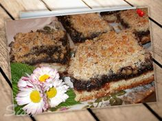 Slivkový koláč s orechovou posýpkov.