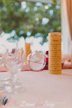 Décoration de salle de mariage. Couleurs  blanc, bordeaux et or. Thème   Papillons. Crédit photo  Mélanie Tuero Photographie