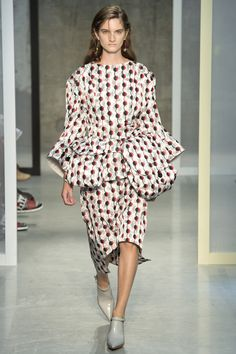 Marni Spring 2017 Ready-to-Wear Fashion Show - Carly Moore