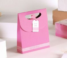 Pink gift bag 'with love'. The prettiest little gift bag! Ideal for small gifts, for shops or individual clients. Mini Gift Bags, Small Gift Bags, Small Gifts, Pink Gift Box, Pink Gifts, Candy Party, Washi Tape, Little Gifts, Bag Making