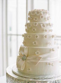 De la nota: Pasteles de boda de múltiples pisos  Leer mas: http://www.hispabodas.com/notas/1435-pasteles-de-boda-de-multiples-pisos