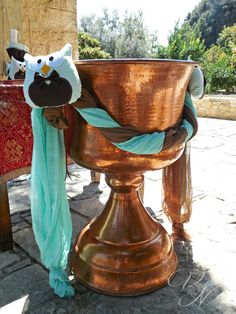 """Διακόσμηση κολυμπήθρας """"κουκουβάγια"""" με χειροποίητες υφασμάτινες κουκουβάγιες - Baptismal font decoration with handmade owl pillows Church Decorations, Baptism Ideas, Owl, Party Ideas, Babies, Flowers, Wedding, Christening, Babys"""