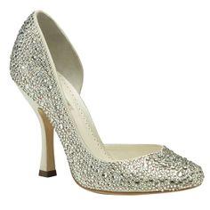 Sin duda, el modelo GAGA, es un zapato de salón propio de los cuentos de hadas. ¿Te gustaría lucirlos el día de tu boda?
