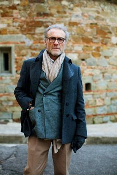 on the street, florence. the sartorialist. The Sartorialist, Old Man Fashion, Mature Fashion, Winter Fashion, Fashion Looks, Fashion Fashion, Older Mens Fashion, Latex Fashion, Fashion Gallery